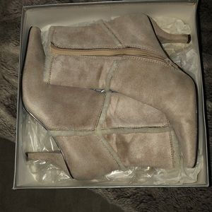 Pristine taupe suede booties